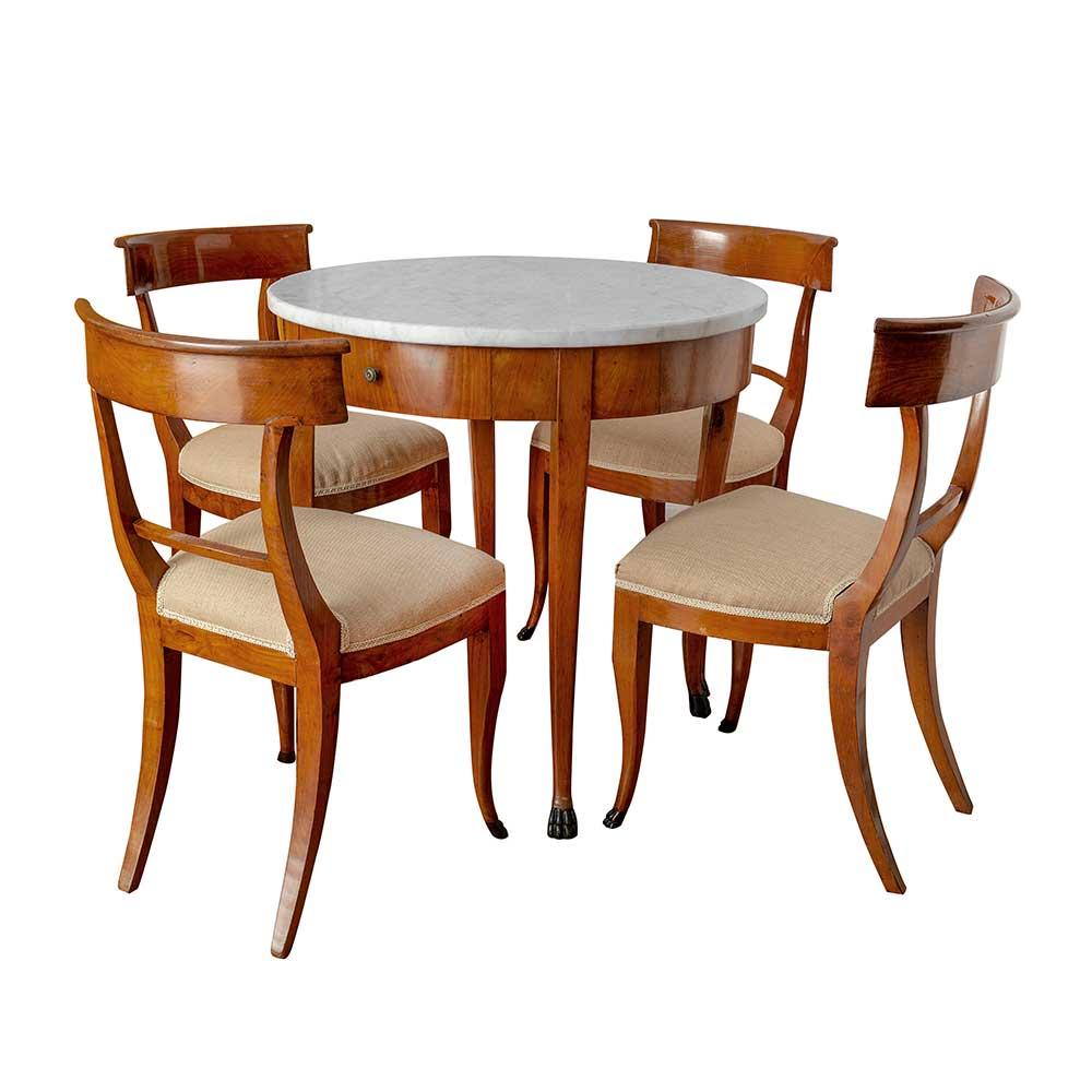 Foto still life tavolo e sedie
